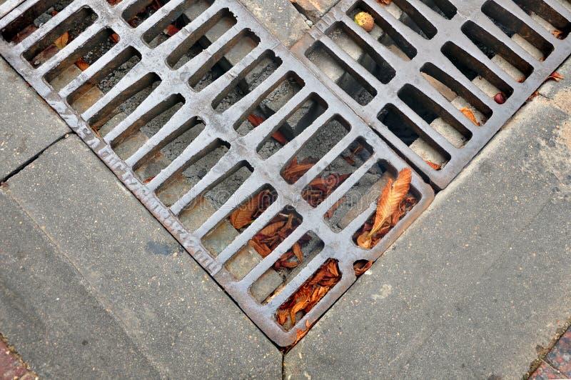 街道排水设备的片段 库存照片