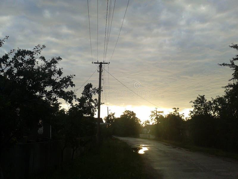 街道是多雨的 库存照片