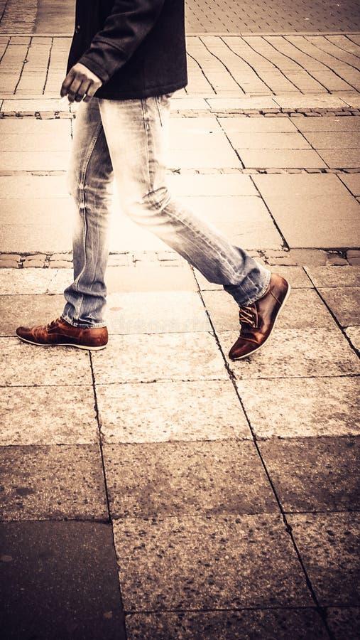 街道步行者在柏林德国 库存照片