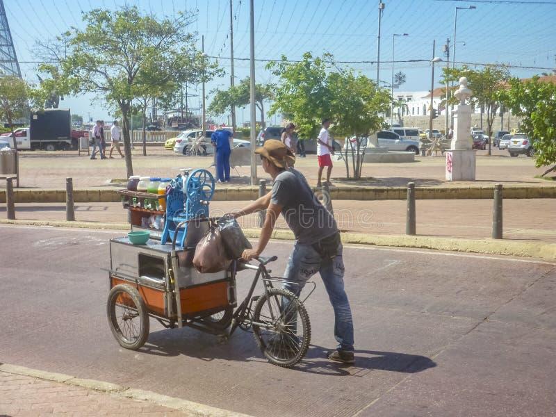 街道汁液供营商在卡塔赫钠哥伦比亚 免版税库存照片