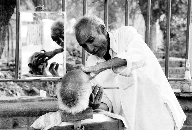 街道理发师,斋浦尔,印度 免版税库存图片