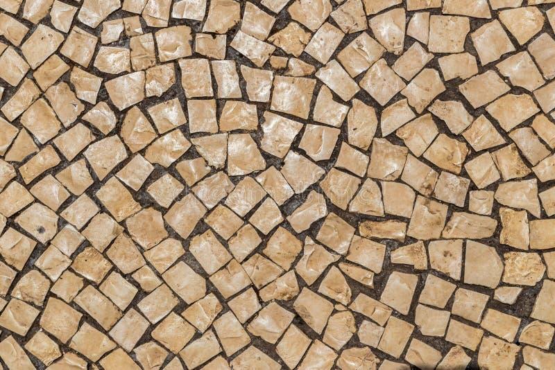 街道瓦片在葡萄牙 轻的石头作为铺路材料 免版税图库摄影