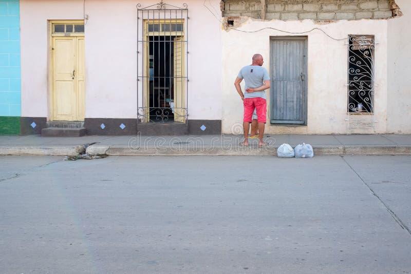 街道生活在特立尼达,古巴 免版税库存照片