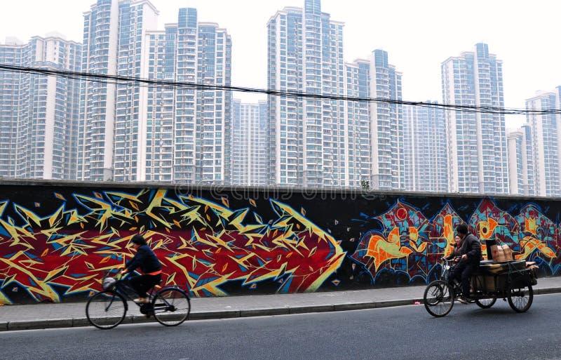 街道画上海摩天大楼墙壁 图库摄影