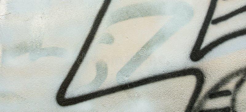 街道画白色 灰色黑膏药墙壁片段有抽象都市街道艺术样式背景 免版税图库摄影