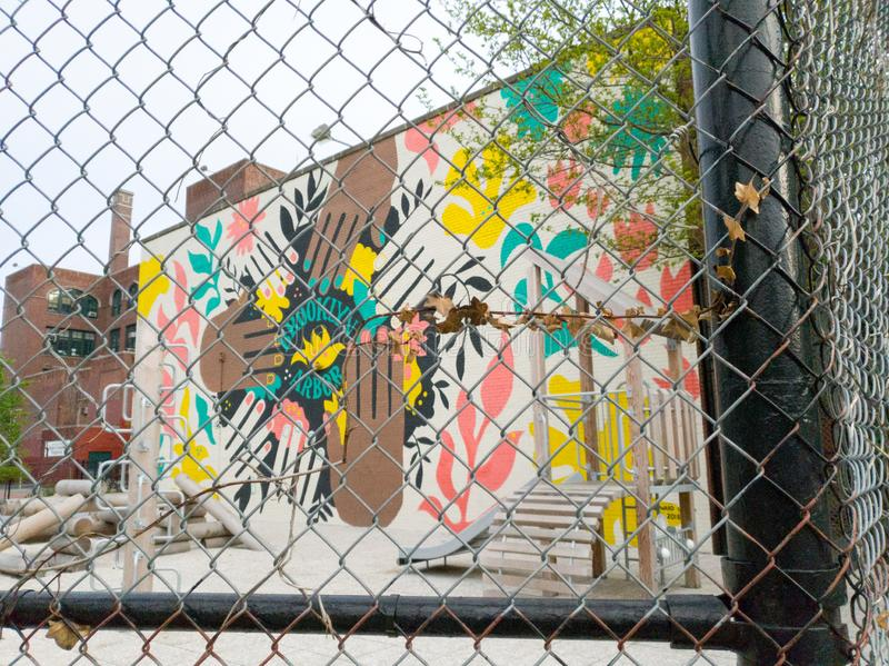 街道画艺术在盛大街道,布鲁克林,纽约工业区  免版税库存照片