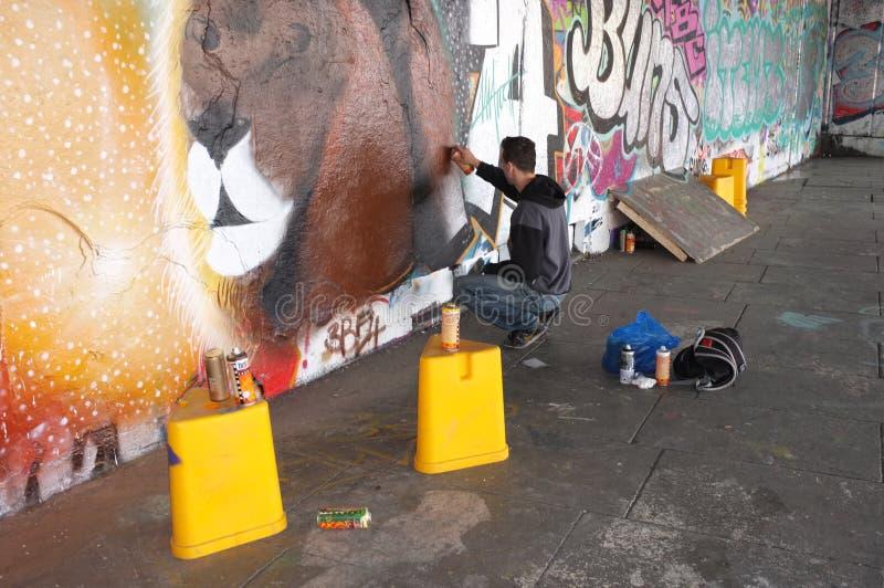 街道画艺术家工作 免版税库存图片