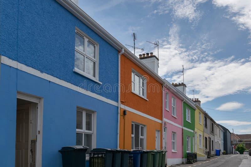 街道的五颜六色的房子 免版税图库摄影
