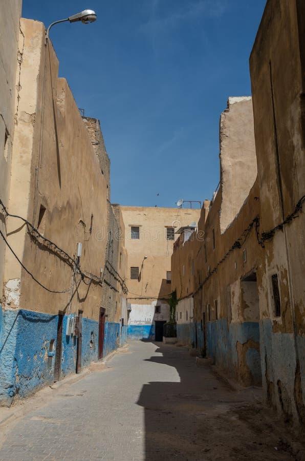 街道看法在古老菲斯El巴厘岛麦地那老镇菲斯,平均观测距离 库存图片