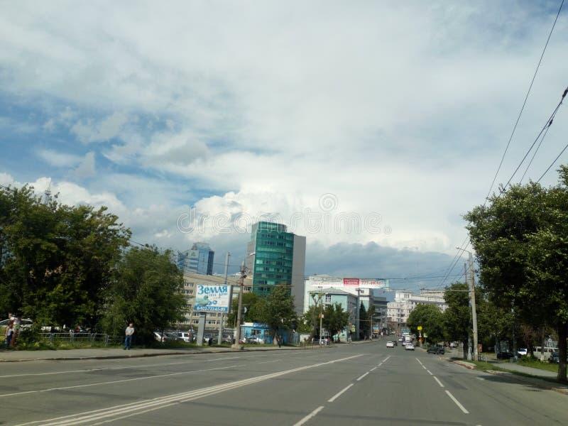 街道窃贼在车里雅宾斯克朝革命正方形的方向 库存图片