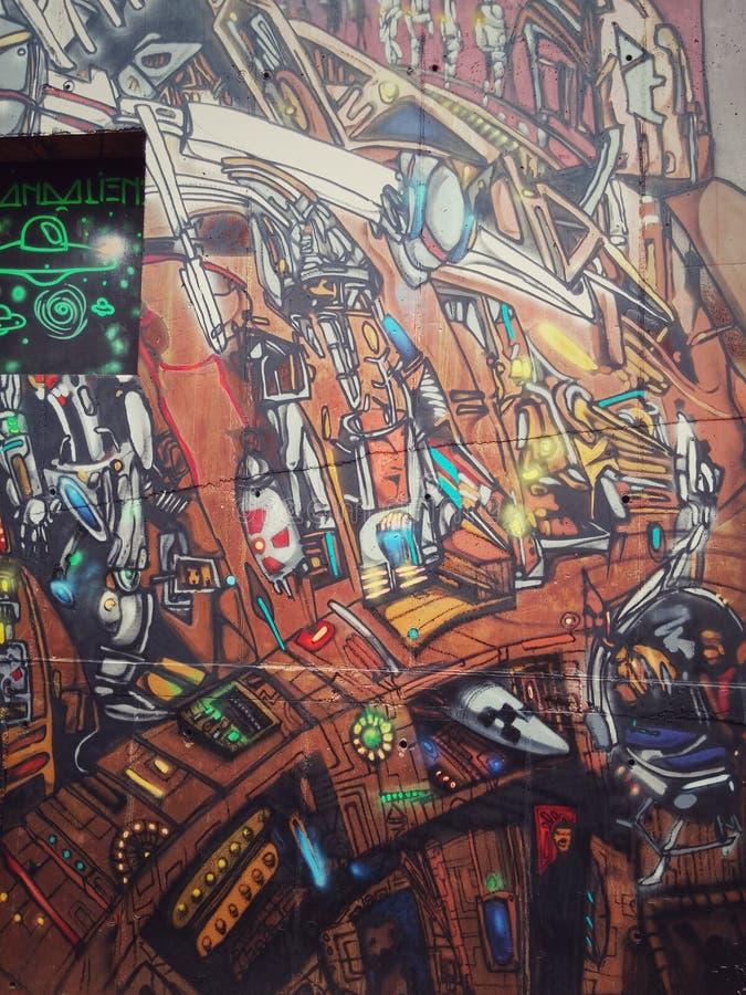 街道艺术五颜六色的壁画关于蒸汽废物,未来派和核想法的 免版税图库摄影