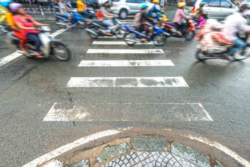 人乘坐的滑行车。 交通在越南。 库存图片