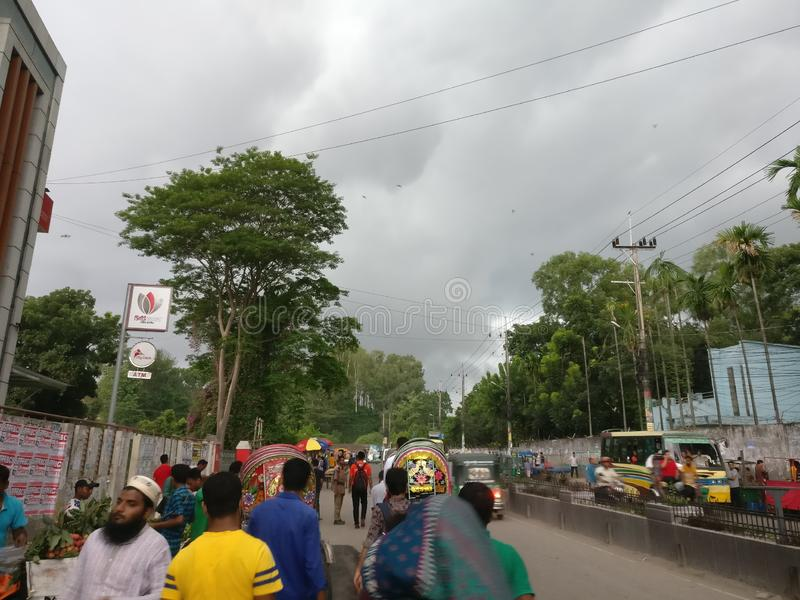 街道路由多云天气是非常疯狂的 免版税库存图片