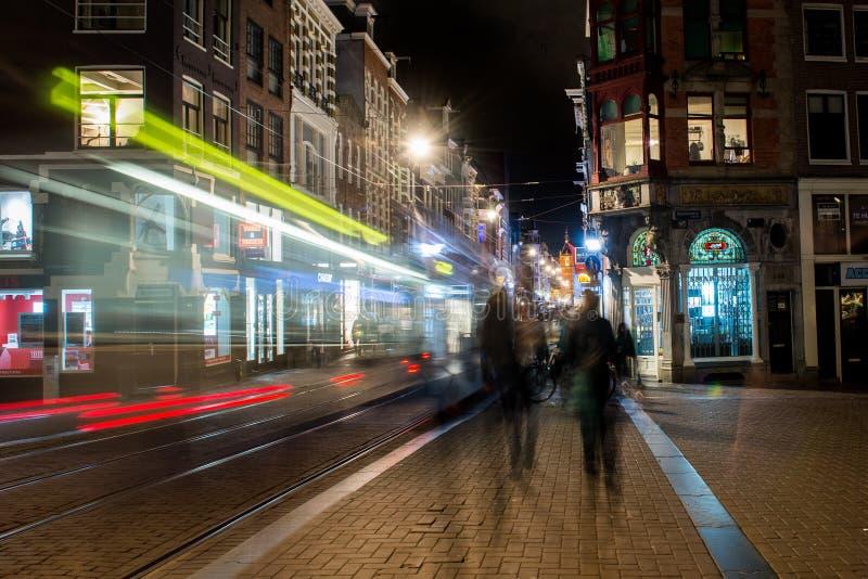 街道阿姆斯特丹, Netherland,夜,模糊 库存图片