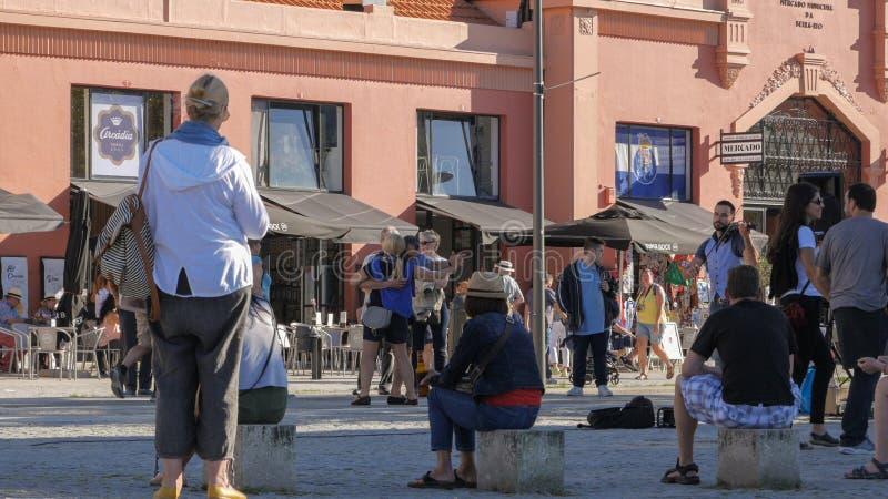 街道音乐家在加亚新城,波尔图,葡萄牙葡萄酒区  免版税库存图片