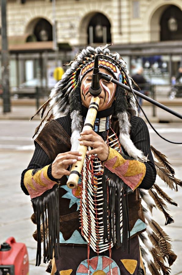 街道音乐家红色印地安人 免版税图库摄影