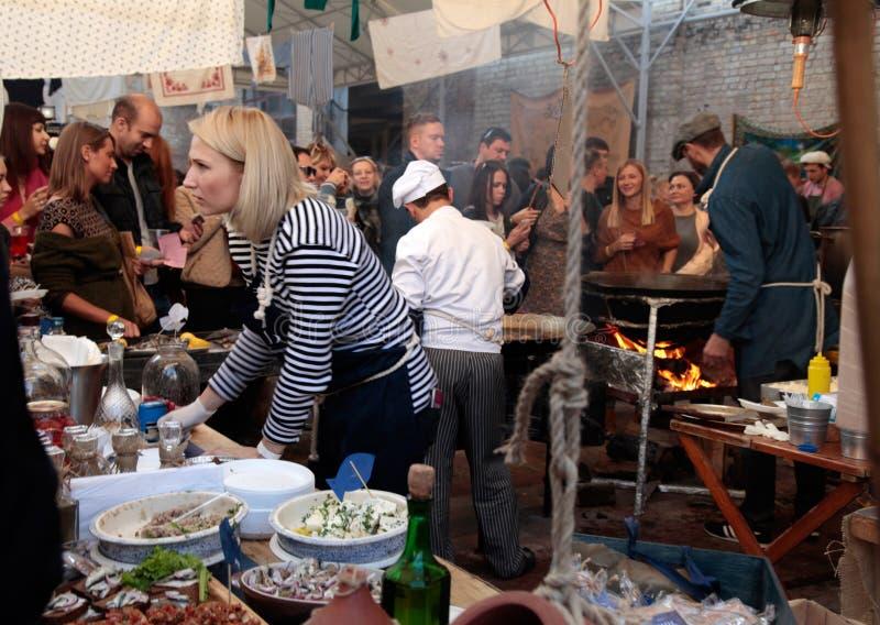 街道食物节日在基辅,乌克兰 库存照片