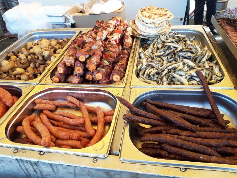 街道食物节日 烤肉和菜 库存图片