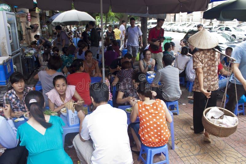 街道餐馆在河内 库存图片