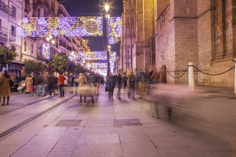 街道,塞维利亚,西班牙夜视图在圣诞节的 库存照片