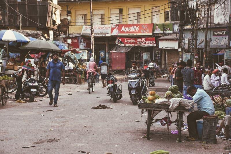 街道colorfull生活在印度,瓦腊纳西 库存照片