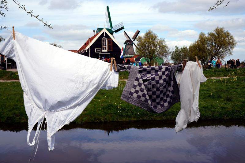 洗衣店和风车 免版税库存照片