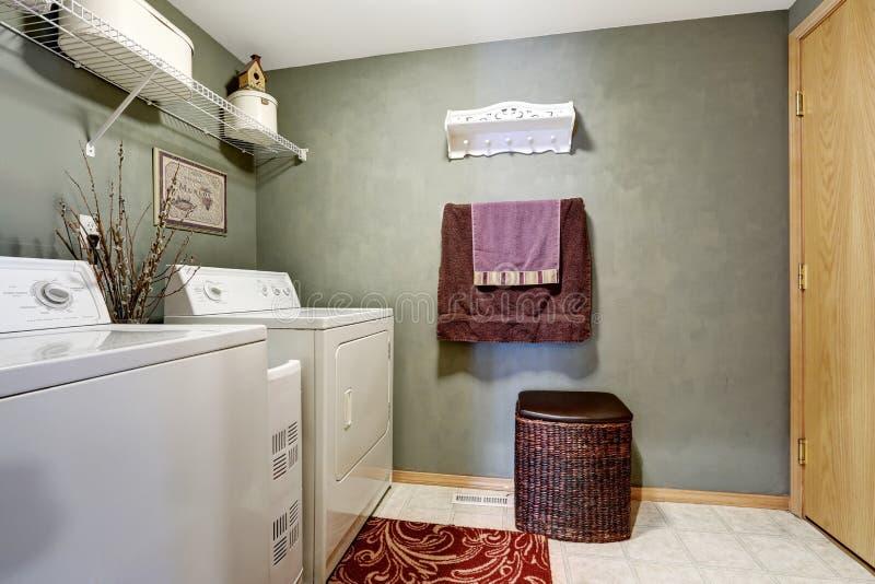 洗衣房内部 免版税库存图片