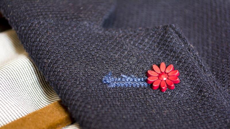 衣服别针特写镜头事务或礼服的 库存照片