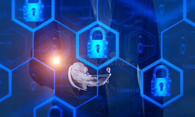 衣服的人与电话,网上安全 库存例证