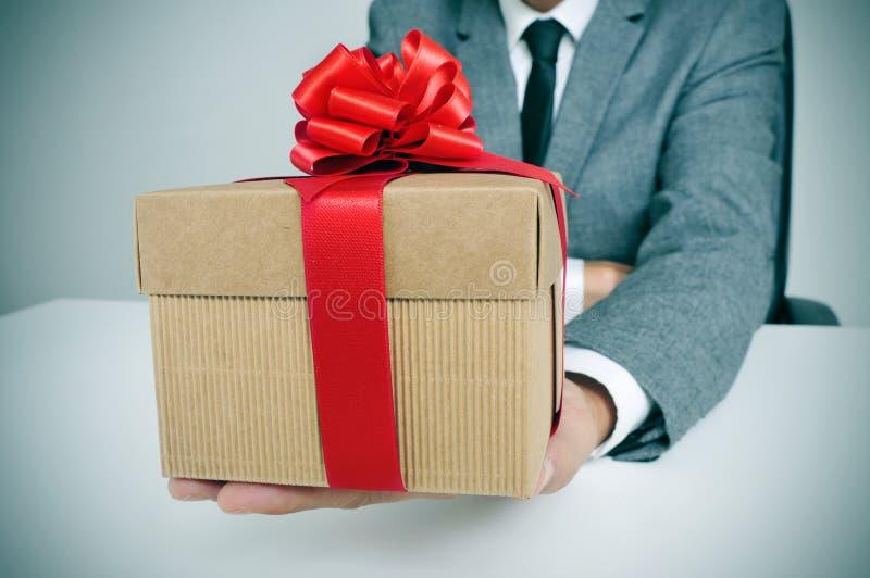衣服的人与礼物 库存图片