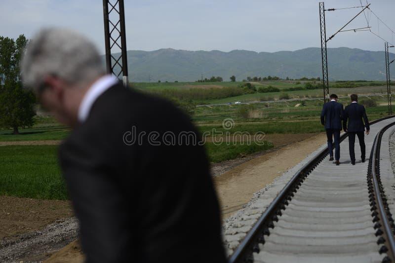 衣服的人检查在铁路的重建的工作 图库摄影