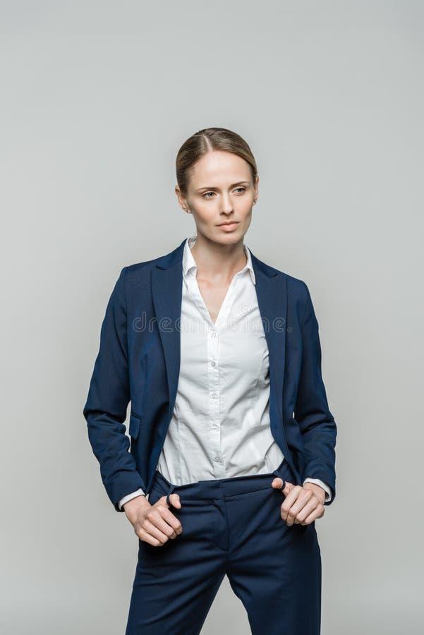 衣服的确信的女实业家 免版税库存图片