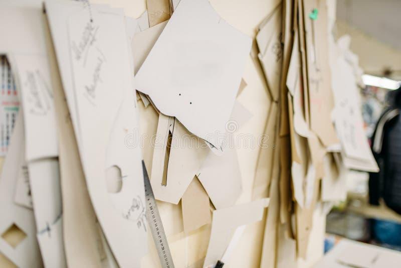 衣物样式,在缝合的工厂的制造 免版税库存照片