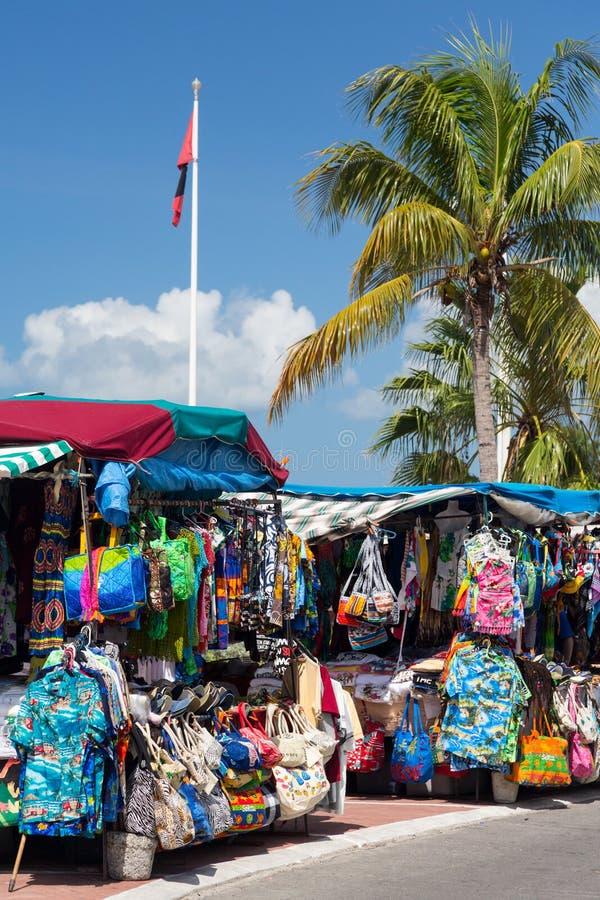 衣裳停转在Marigot圣马丁的市场上 库存图片