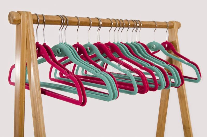 衣裳机架有空的挂衣架的 库存图片