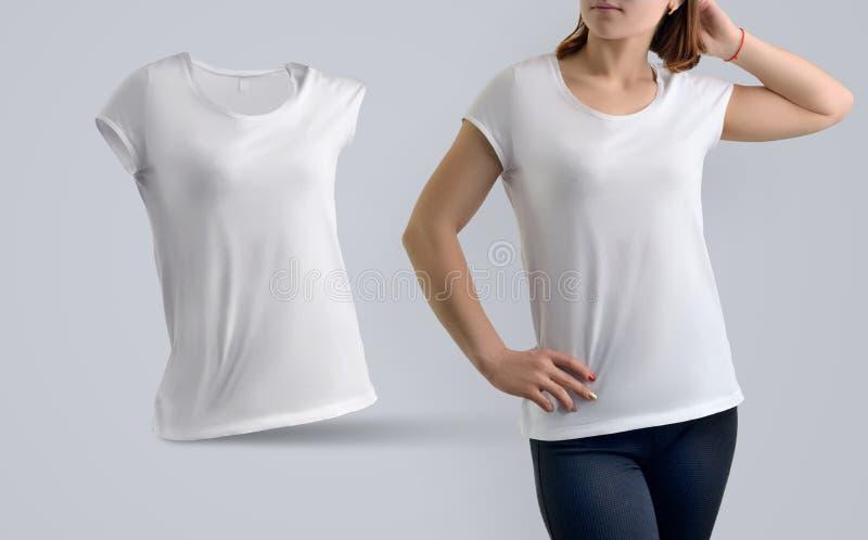 衣裳模板设置了与白色的亭亭玉立的运动妇女t嘘 免版税图库摄影