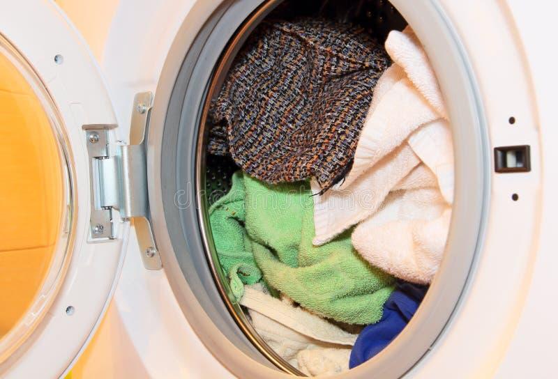 衣裳用机器制造洗涤 免版税库存照片