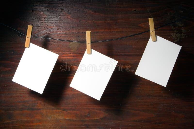 衣裳纸钉绳索白色 免版税库存图片