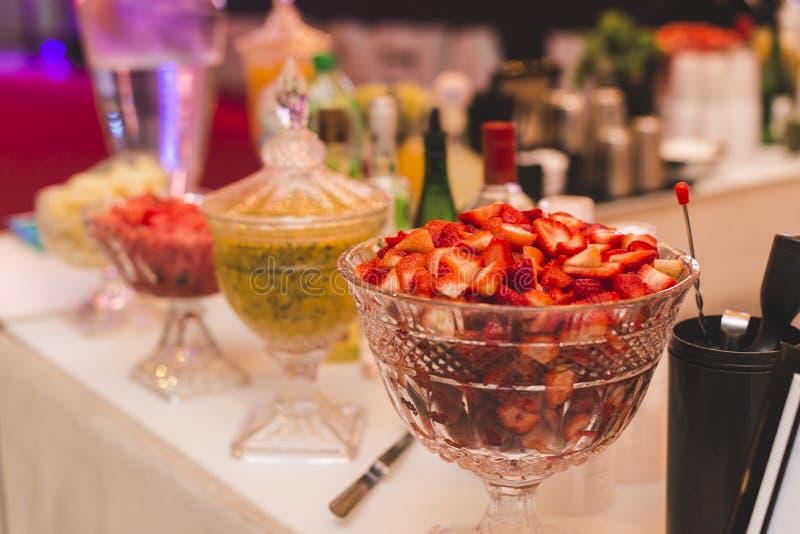 表准备用果子为在事件的特别饮料 图库摄影