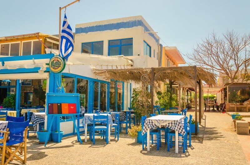 表和椅子在希腊餐馆,希腊 库存照片