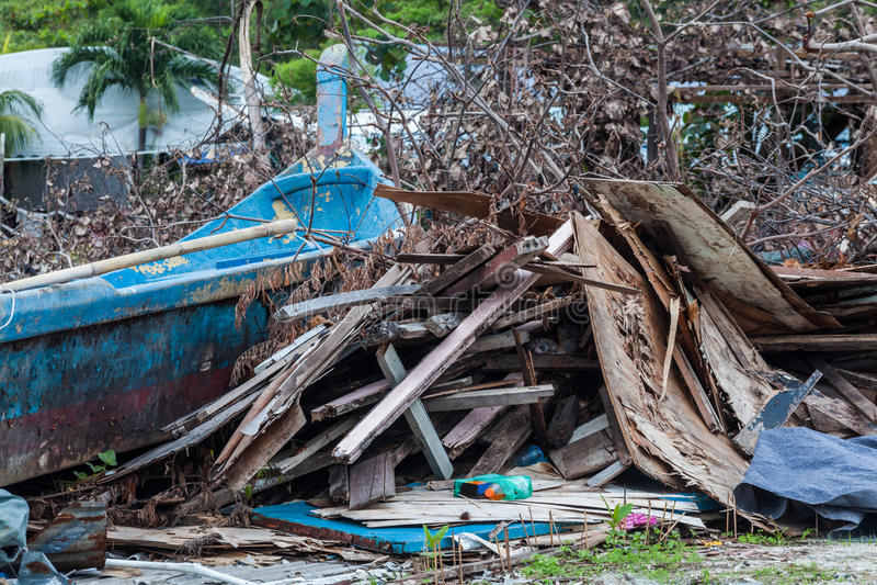表明灾害的破烂物站点喜欢海啸、地震、龙卷风和台风 库存照片