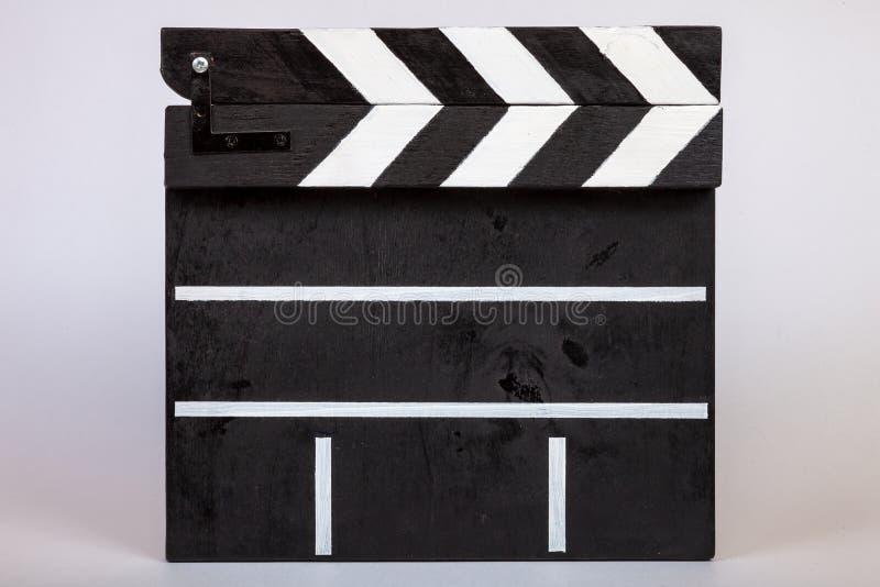 表明的影片或录象剪辑的起点拍板做了木头并且绘了黑白与在闭合的条纹 免版税库存照片