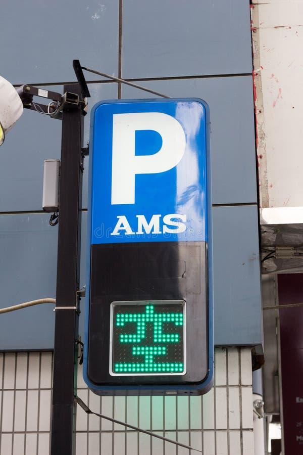表明空间的日本停车场标志是可利用的 免版税库存照片