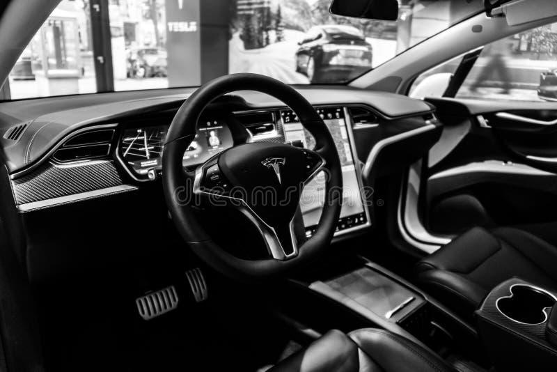 仪表板大型,全电,豪华,天桥SUV特斯拉模型x 免版税库存图片