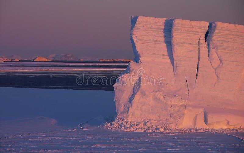 表格的冰山 免版税库存图片