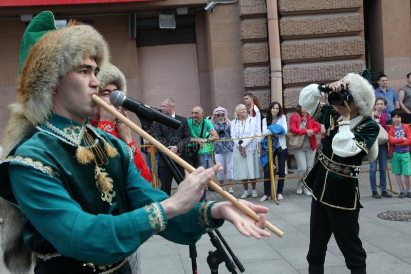 表现音乐家和舞蹈家巴什基尔人全国合奏Yandek (巴什科尔托斯坦共和国) 免版税库存照片