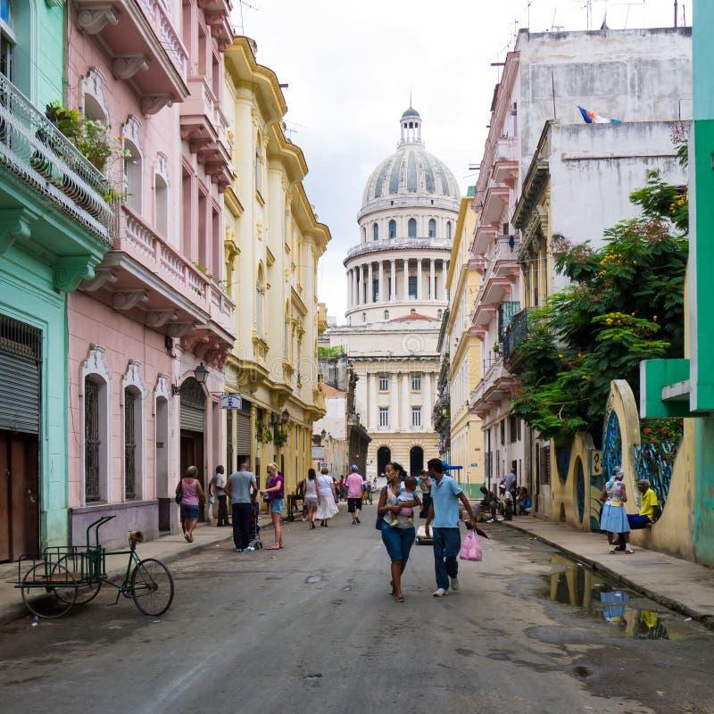 表示生活的都市场面在老哈瓦那 免版税库存照片