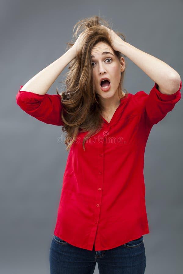 表达疯狂的20s的女孩误解 免版税库存照片