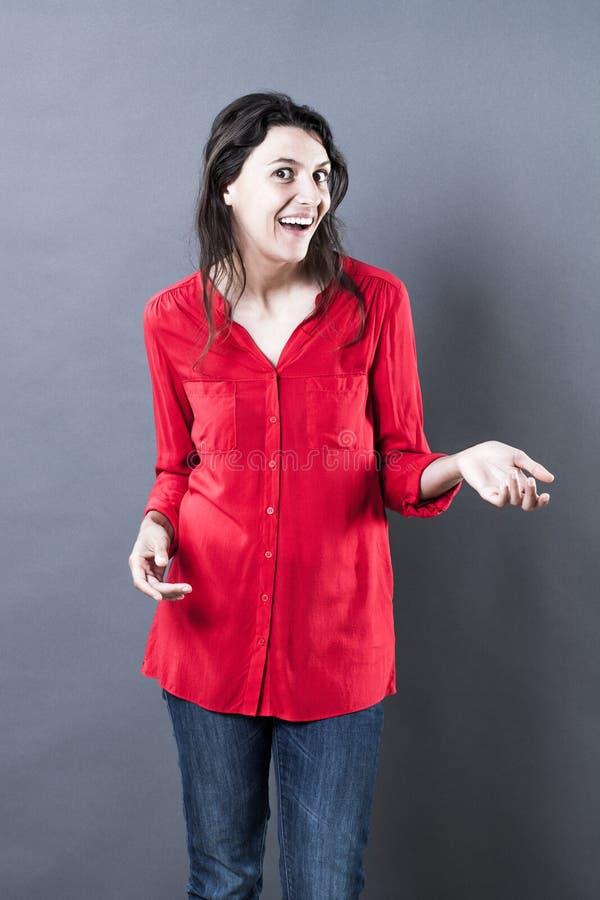 表达兴奋的少妇正面触目惊心 免版税图库摄影