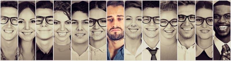 表面微笑 愉快的小组不同种族的人男人和妇女 免版税库存图片